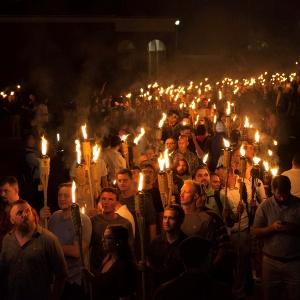 Extrema-direita protesta contra negros, imigrantes, gays e judeus nos EUA
