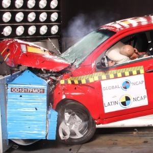 Fiat Mobi vai só um pouco melhor que Onix em teste de segurança