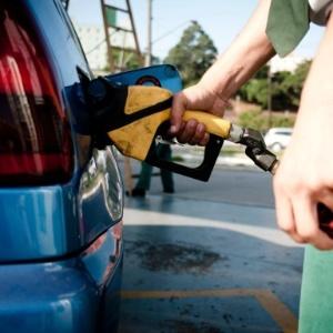 Teste científico fácil mostra se a gasolina do posto está adulterada