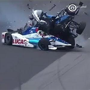 Jay Howard perdeu controle e acertou Scott Dixon;  pilotos estão bem