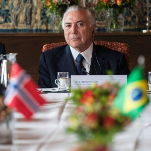 Longe da crise? Temer tem semana tumultuada na Europa e no Brasil
