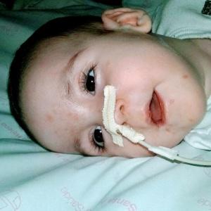 Governo de SP atrasa auxílio e bebê pode ter 1 convulsão por minuto