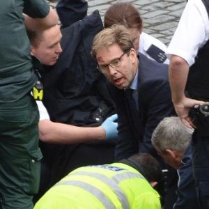 Quem é o deputado que tentou salvar policial esfaqueado em Londres