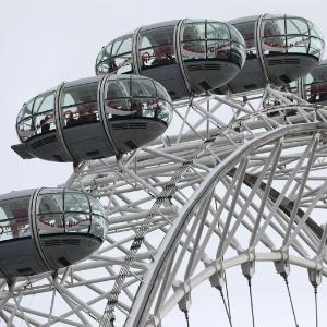 Visitantes ficam presos na London Eye após atentado em Londres
