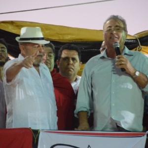 Lula e Renan trocam elogios e dividem palanque contra governo