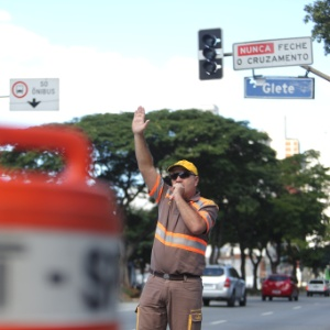 CET assina contrato com empresas de manutenção de semáforos em SP