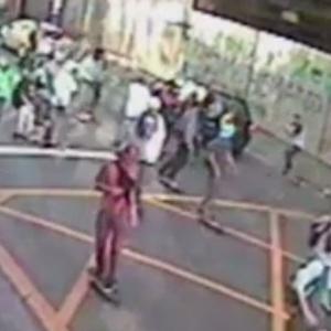 Vídeo mostra skatistas atacando carro antes de invasão a trecho fechado