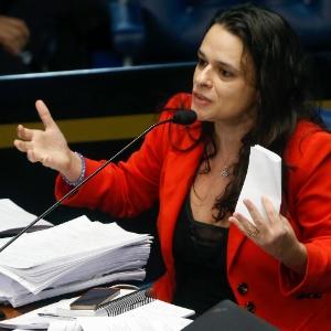 Autora de impeachment de Dilma se decepciona com Aécio e rejeita FHC